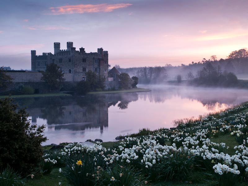 Dawn at Leeds Castle.