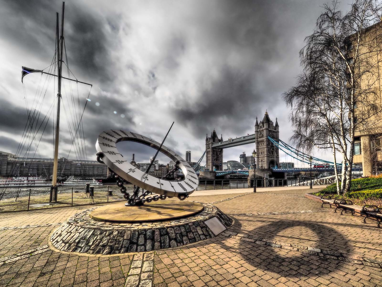 Sundial, London Bridge