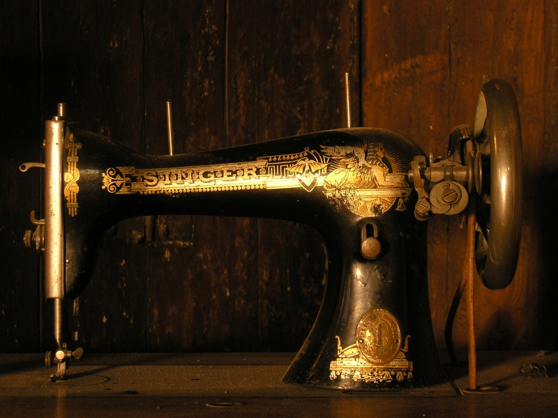 Old Sewing-machine (2)